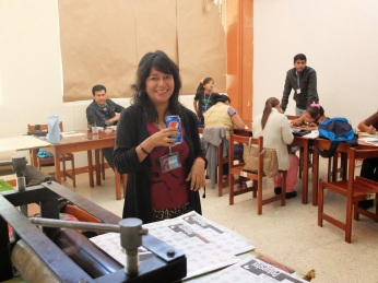 Mariana Aragón served as the interpreter for the solar plate graphics workshop.