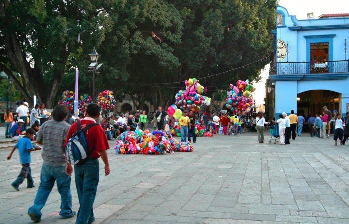 Balloon Vendors at the Zócalo in Oaxaca - January 2005