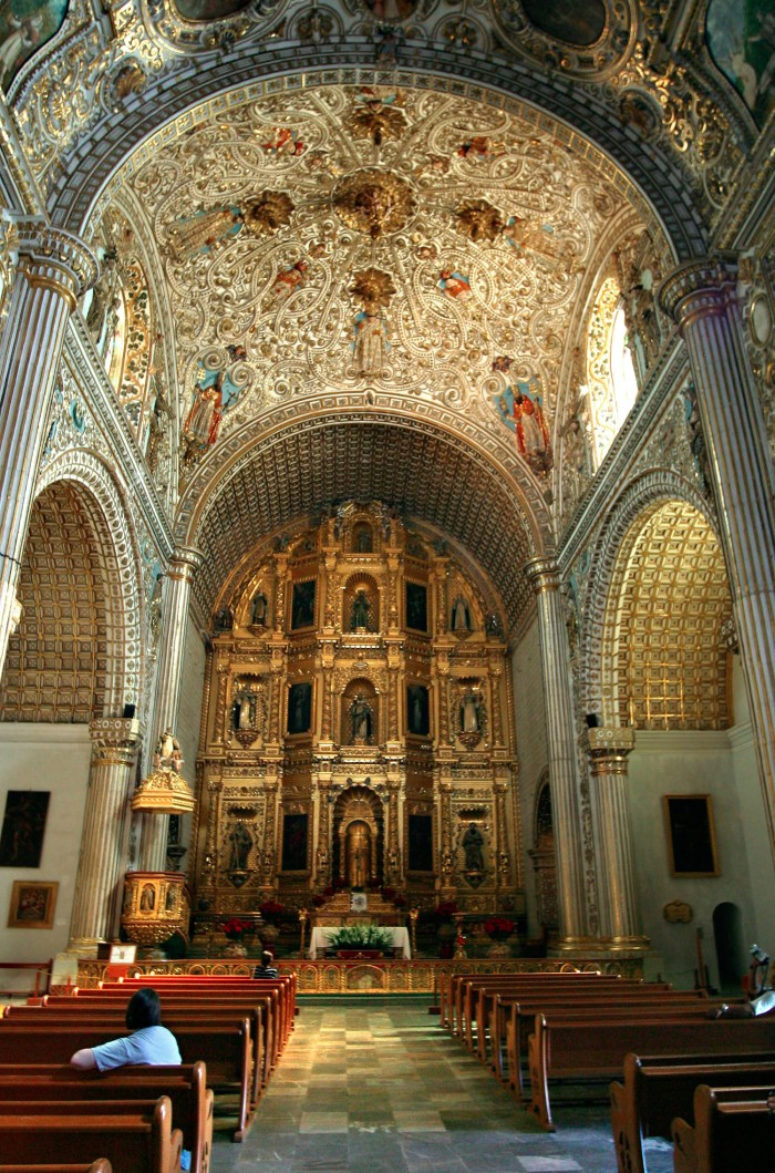 Interior view of Santo Domingo de Guzmán church in the city of Oaxaca - Elaborate gold plated decorations