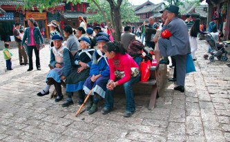 Old folks and young chatting in the Lijiang town square.