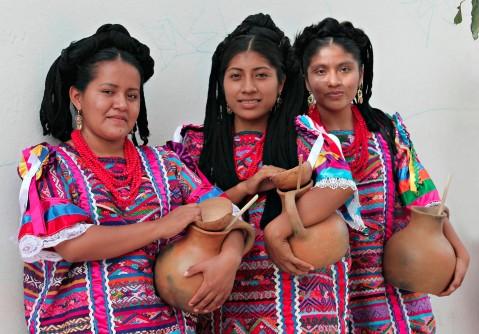 Tres participantes de la Delegación San Felipe Usila Three Participants from the San Felipe Usila Delegation Photo by Charles Cottle