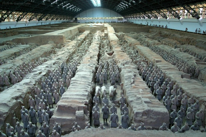 Wide view of terracotta warriors in several columns